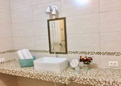 Banheiro da Suite Bali na Moa Pousada