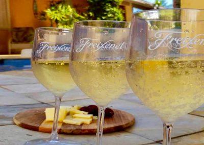 Champagne da Moa Pousada Guarujá